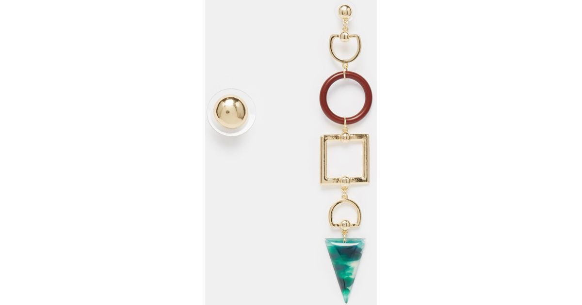 the mulberry mismatch box product en red leo earrings