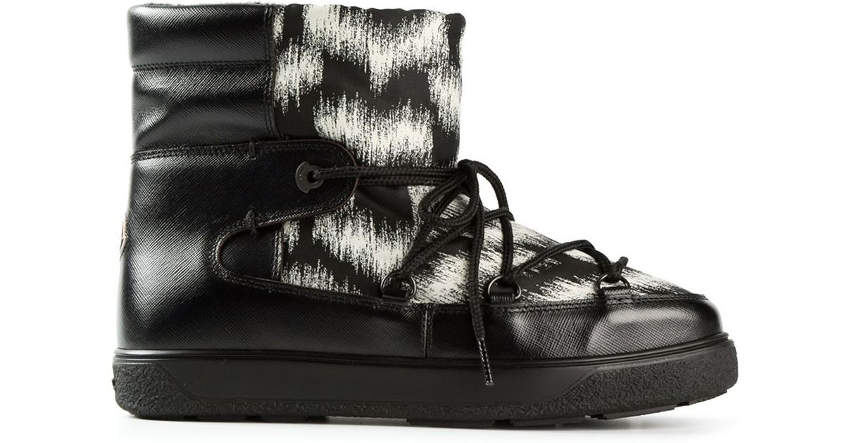 16d44954ac92 Lyst - Moncler Fanny Moon Boots in Black