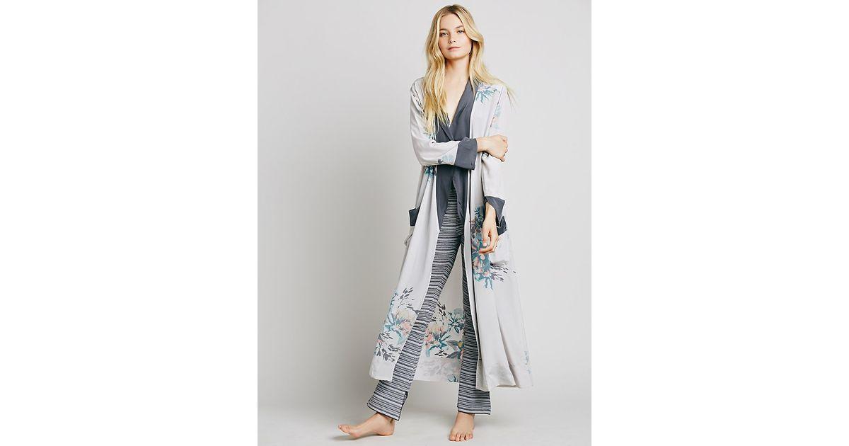 282eaa3cf5656 Free People - Gray Wow With The Pow Silk Kimono - Lyst
