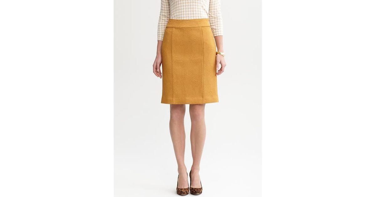 418f35eccd Banana Republic Solid Textured Pencil Skirt in Yellow - Lyst