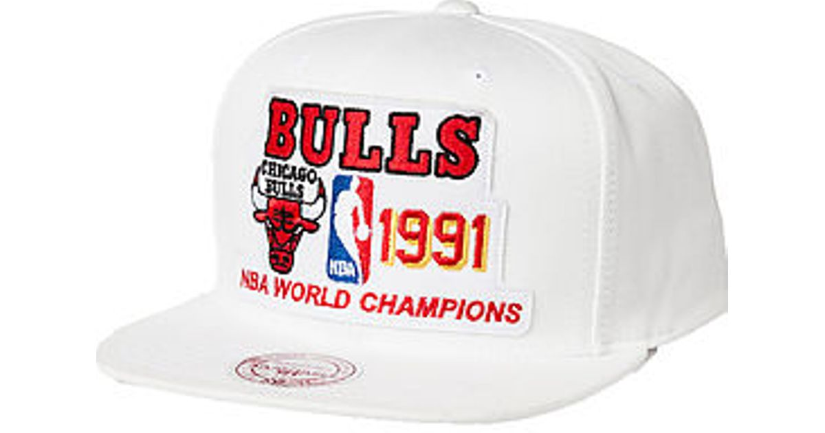 Lyst - Mitchell   Ness The Chicago Bulls Nba Champions Snapback Hat in  White for Men 413354c413b