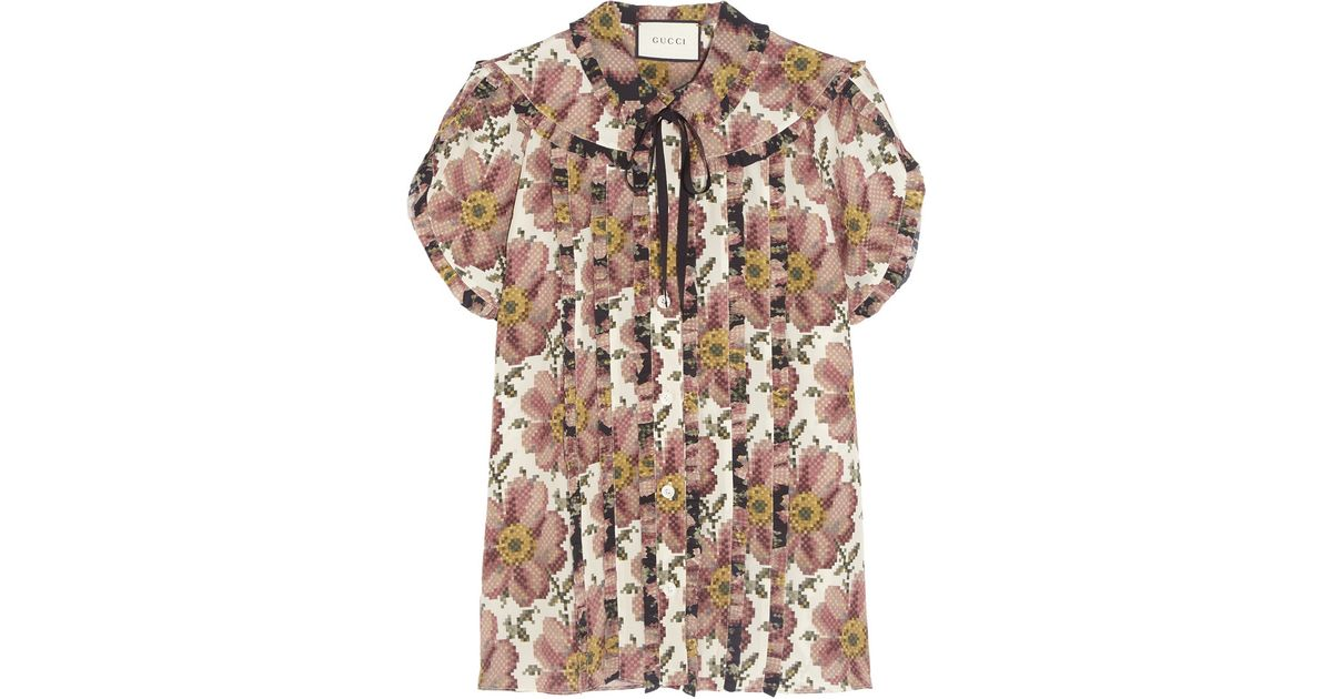 37a00558453 Gucci Pussy-bow Ruffled Floral-print Silk Shirt in Pink - Lyst