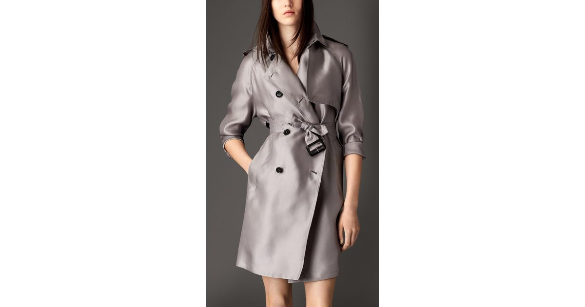 2539e1381fd Burberry Long Oversize Detail Silk Trench Coat in Gray - Lyst