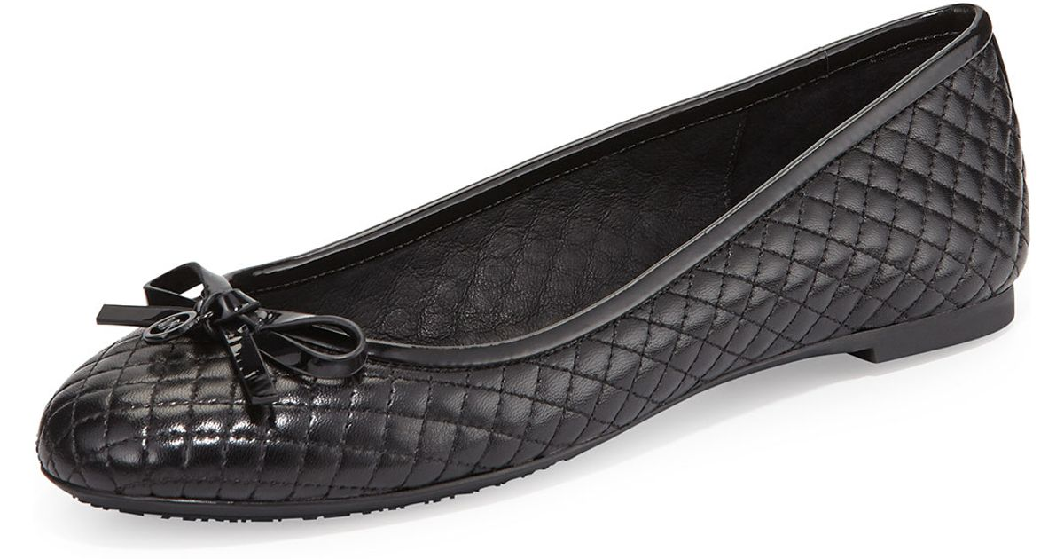 These black round toe ballet flats are a great wardrobe staple that is better than your basic flats! The Better Than Basic Bow Front Quilted Black Ballet Flat is .