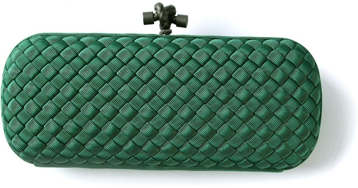 e95d2f3743e Lyst - Bottega Veneta The Knot Clutch in Green