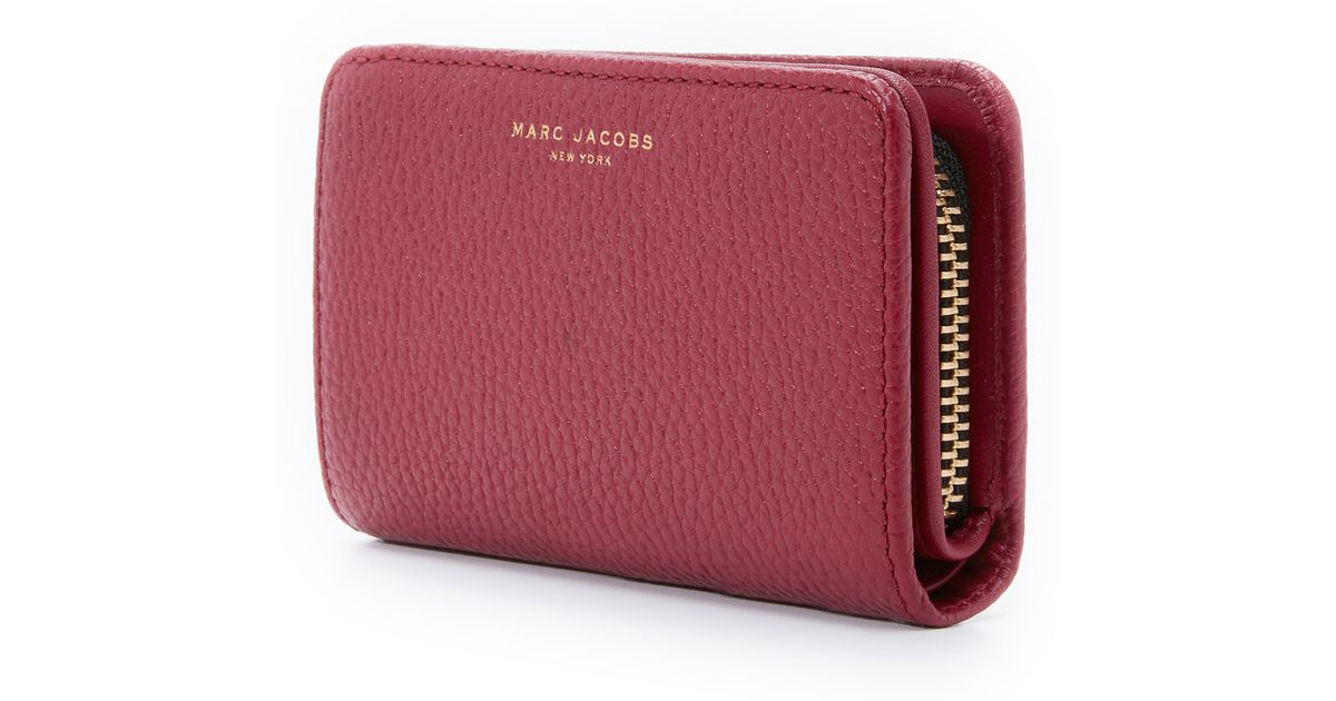 a17ae477c2 Marc Jacobs Gotham Compact Wallet in Purple - Lyst