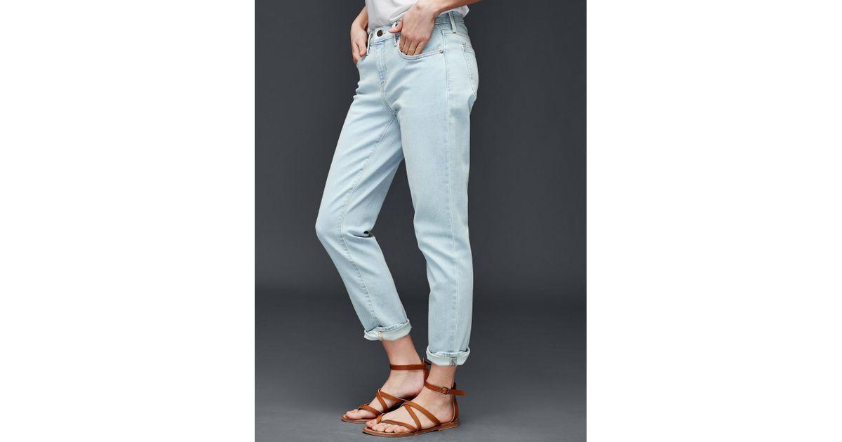 how to wear gap girlfriend jeans
