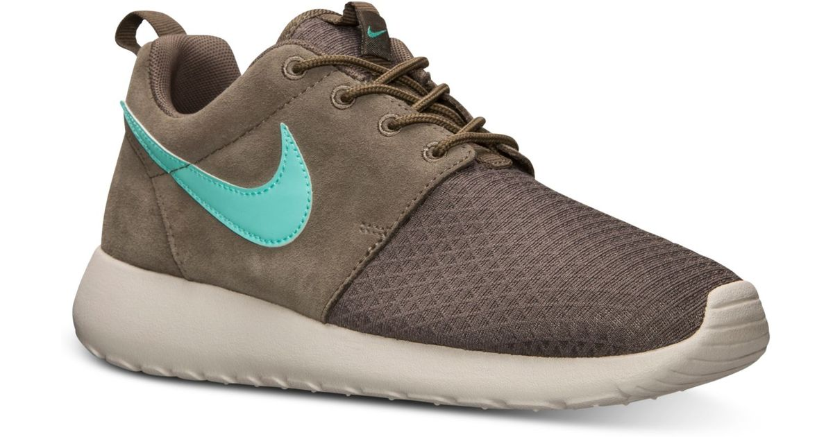 5813c4abd509 Lyst - Nike Womens Roshe Run Winter Casual Sneakers From Finish Line in  Natural