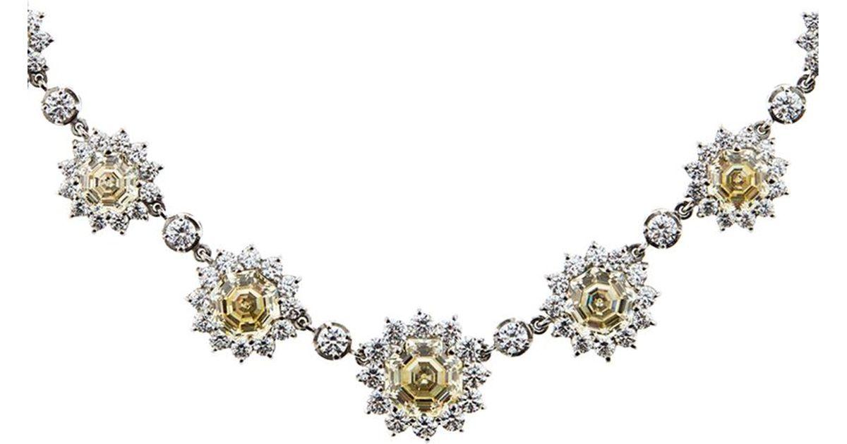 ecb66f77e7b9eb Carat* Floral Diamond Necklace in Metallic - Lyst