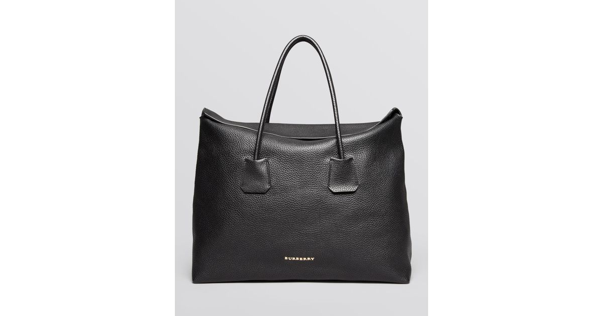 8df82a29b3 Burberry Tote London Grainy Leather Large Baynard in Black - Lyst