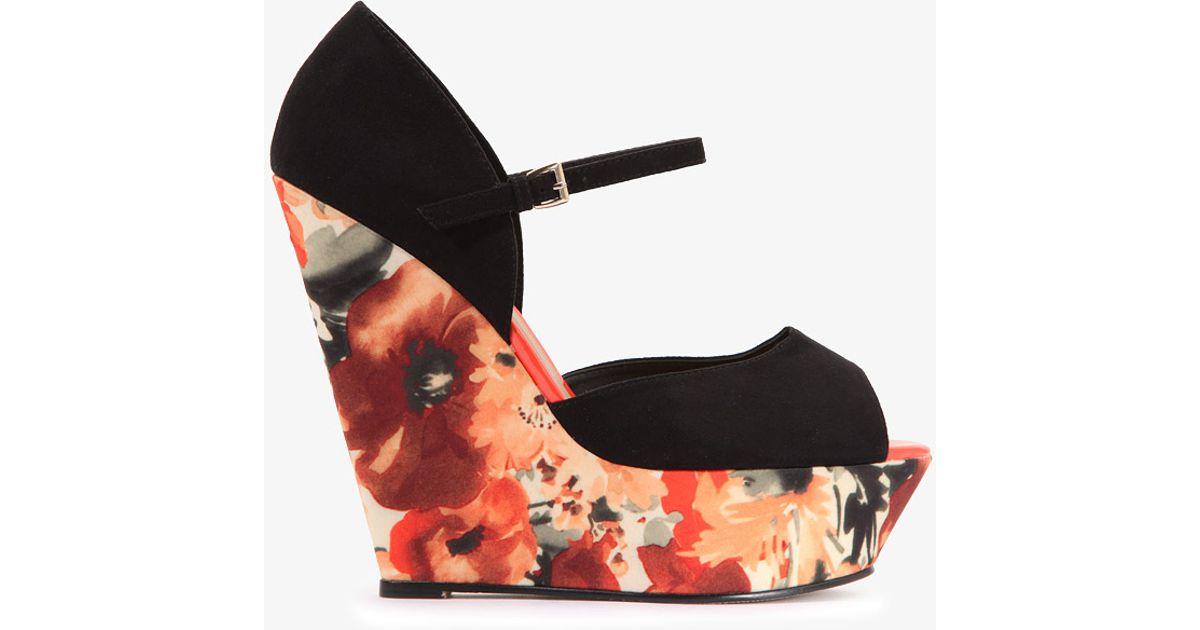 30ba63d45d9 Lyst - Forever 21 Floral Wedge Sandals in Black