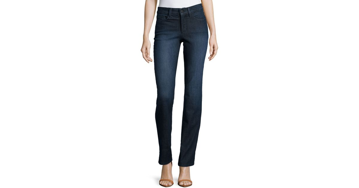 As for the jeans, skinny jeans tend to be the easiest to wear with riding boots, but you can wear boot-cut or even flared jeans if you know how to tuck them in properly. How To Tuck Jeans Into Boots Tucking in the jeans inside the boot is a classic yet casual and care-free method to wearing the two together.