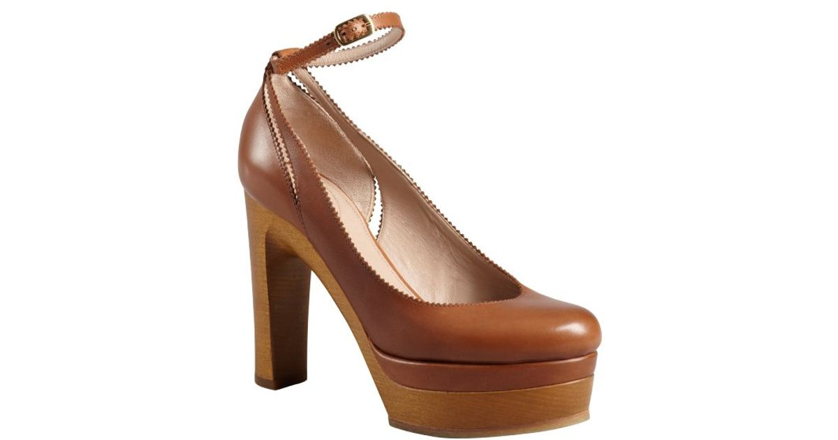 Chloé Tan Leather Pinked Trim Ankle Strap Wooden Platform Pumps in ...