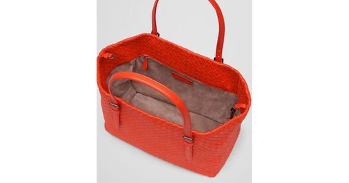 39118fa7b00 Bottega Veneta Medium Tote Bag In Vesuvio Intrecciato Nappa in Orange - Lyst