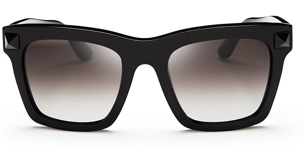 45c82e7ab8 Valentino Rockstud Oversized Square Sunglasses in Black - Lyst