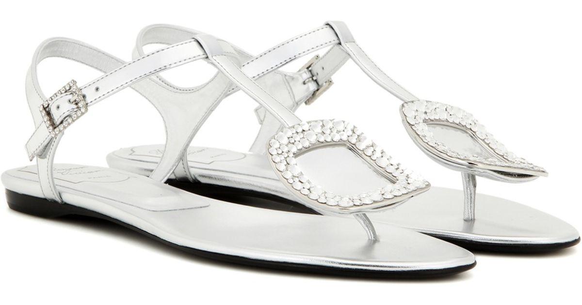 9922c2ab6ec5b7 Lyst - Roger Vivier Thong Chips Embellished Leather Sandals in Metallic