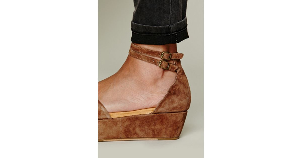 467b0a9409c5 Lyst - Free People Daphne Ii Platform in Brown