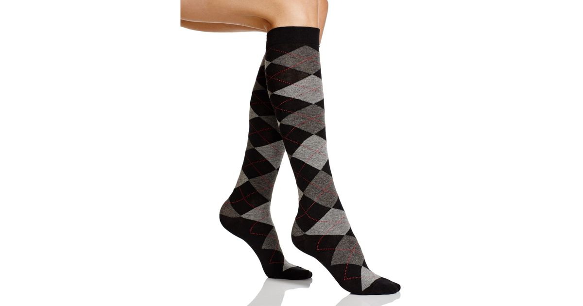 e74483e80 Lyst - Hue Argyle Knee Socks in Black