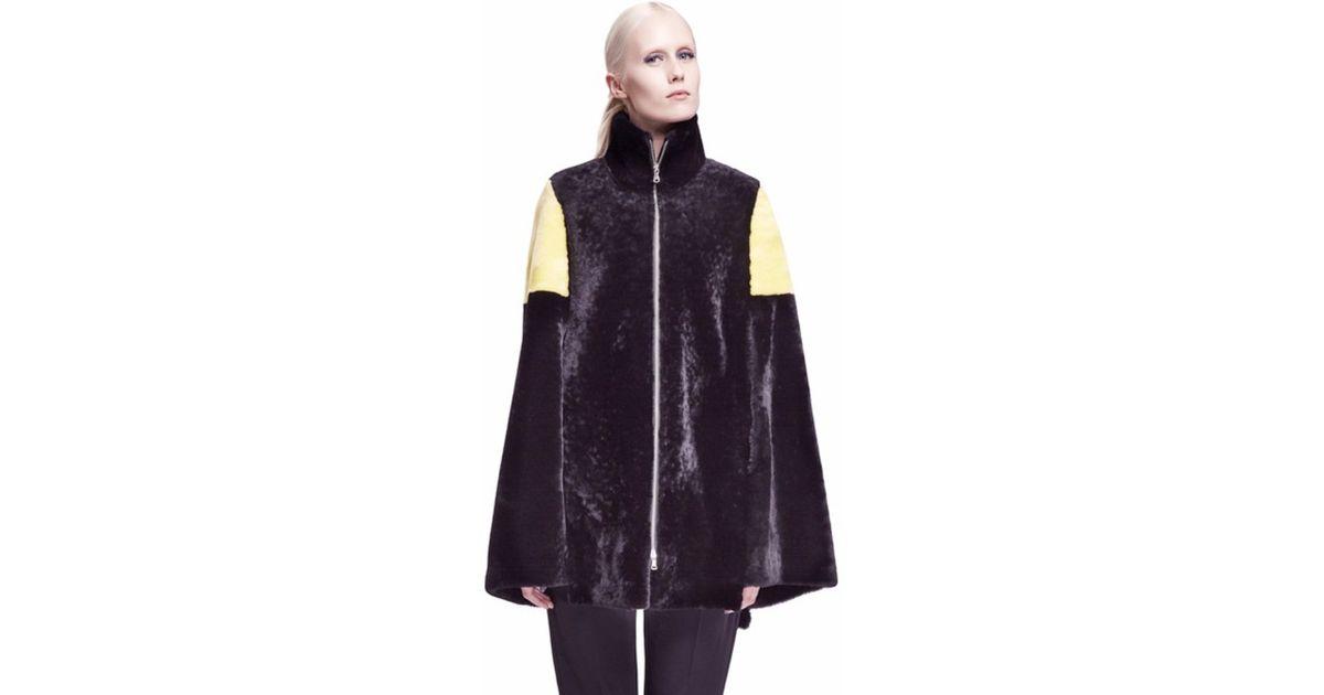 Onar Sigha Black/yellow Merino Shearling Cape in Black | Lyst