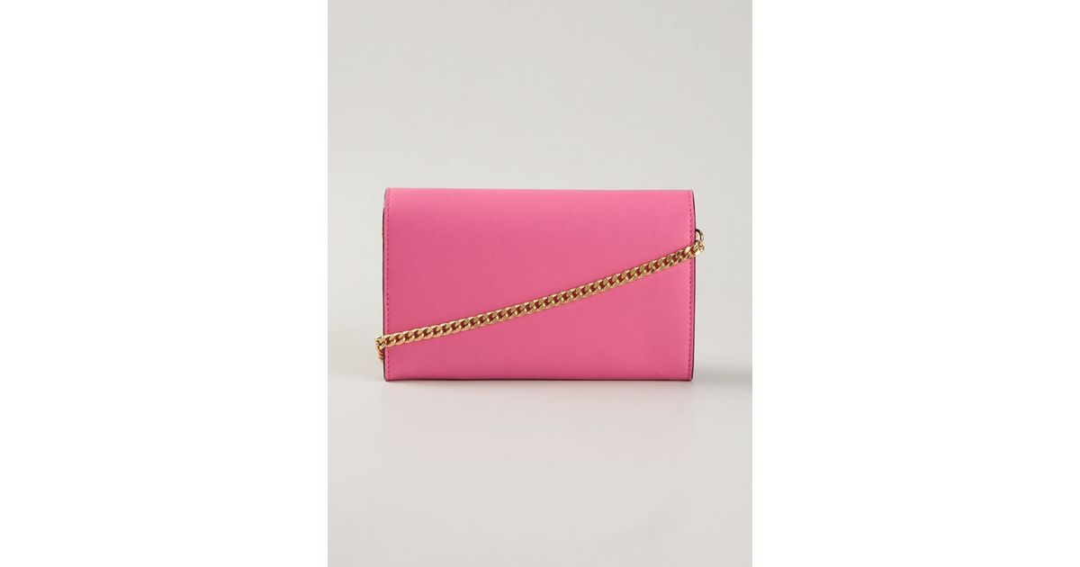 953cfb6ac69b Lyst - Moschino Logo Chain Wallet in Pink