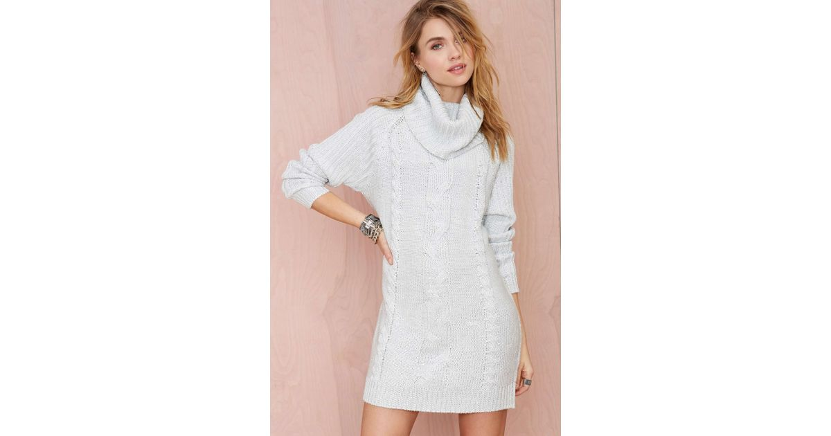 What to wear whith knitted dress: mini, midi, and oversize turtleneck