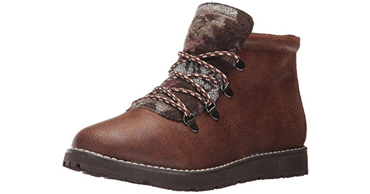 Women's BOBS Alpine-Keep Trekking. Aztec Tongue W Memory Foam. Hiking Boot