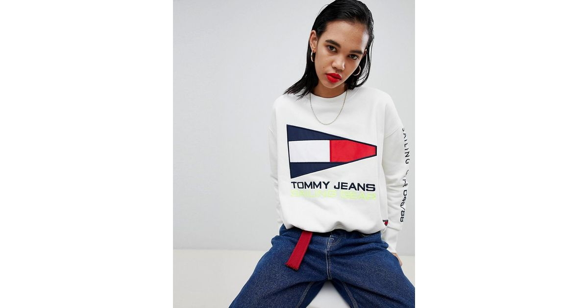 f4fa2841e1bdea Tommy Hilfiger 90s Capsule 5.0 Sailing Flag Logo Sweatshirt in White - Lyst