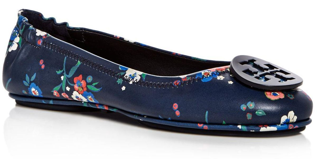 cde72bc8cf1 Tory Burch Women s Minnie Floral Leather Travel Ballet Flats in Blue - Lyst