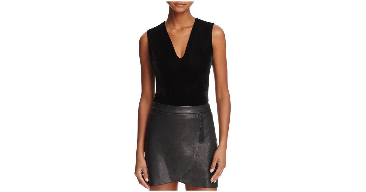 df5edb6d1f479 Lyst - Alice + Olivia Alice + Olivia Marley V-neck Velvet Bodysuit in Black