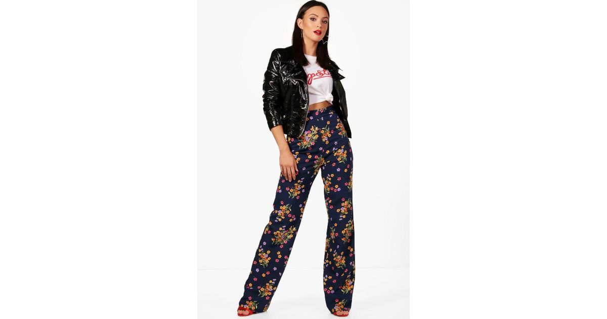 e03cb0acf707 Lyst - Boohoo Tall Kayla Floral Print Wide Leg Woven Trousers in Blue