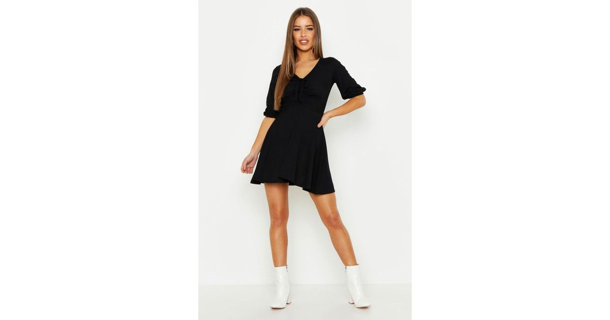 5e0e11f4411 Lyst - Boohoo Petite Gathered Tie Front Volume Sleeve Skater Dress in Black