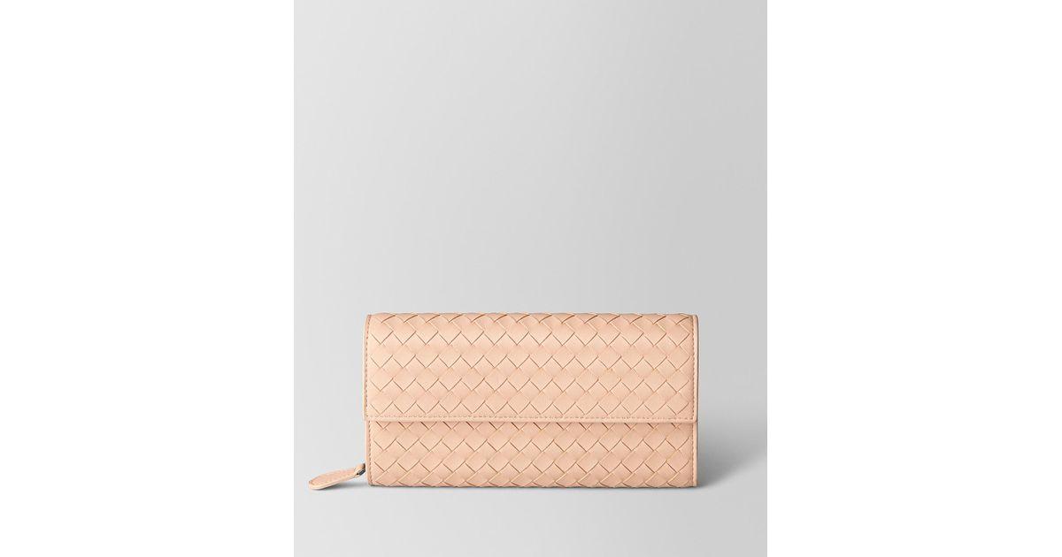 08ac4b7a1fc0 Bottega Veneta Peach Rose Intrecciato Nappa Continental Wallet in Pink -  Lyst