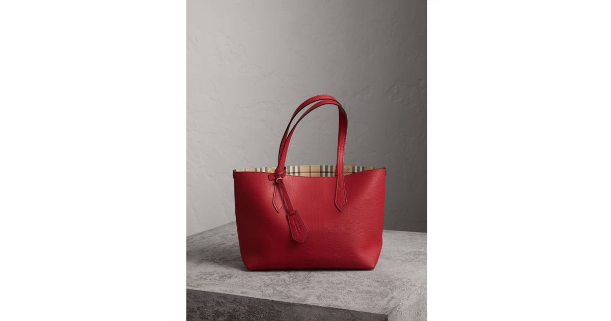 97a980076a26 Burberry The Small Reversible Tote In Haymarket Check And Leather Poppy Red  in Red - Lyst