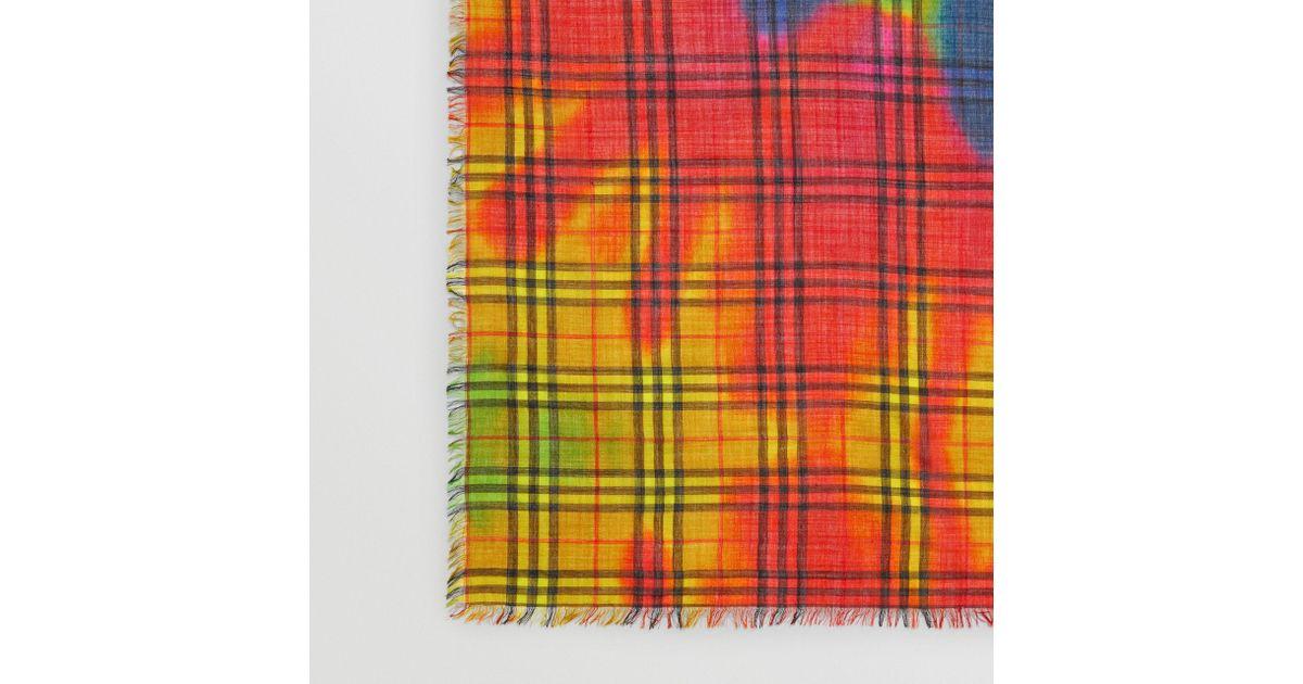 Lyst - Grand carré de laine et soie à motif Vintage check tie-dye Burberry 561463014bb