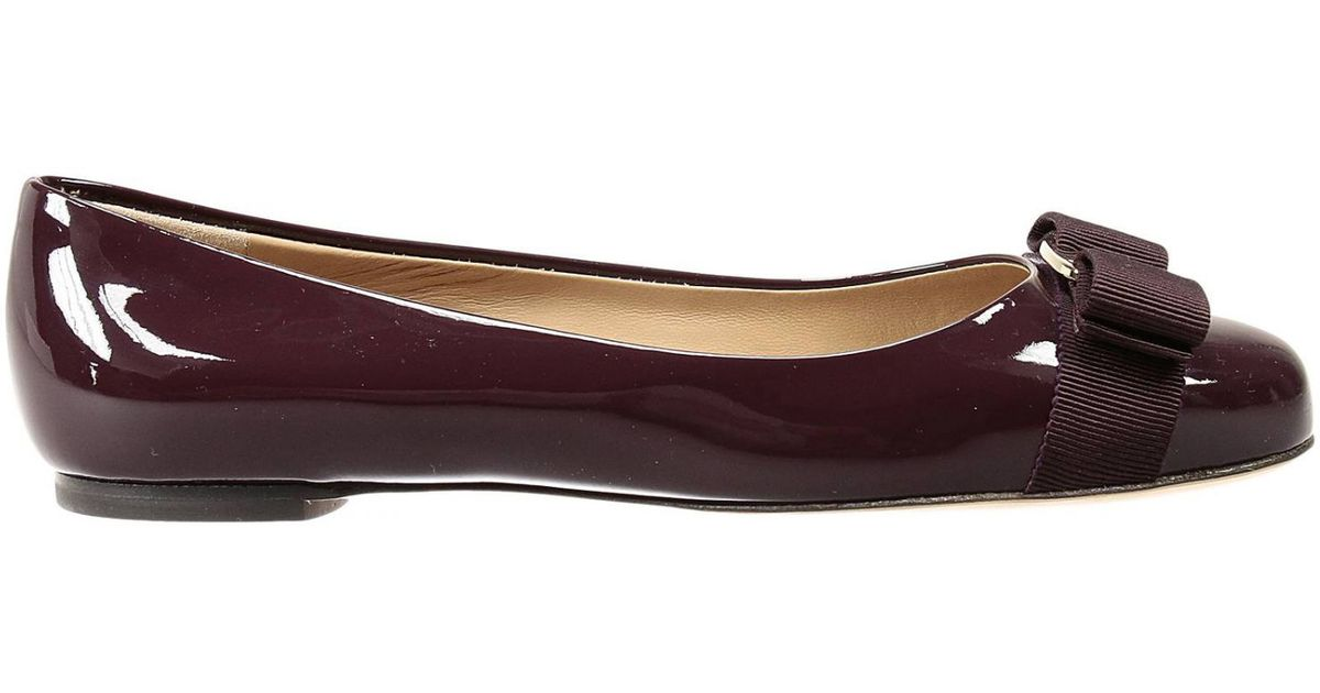 a914d4edb9d7 Lyst - Ferragamo Flat Shoes Varina Ballet Patent in Purple