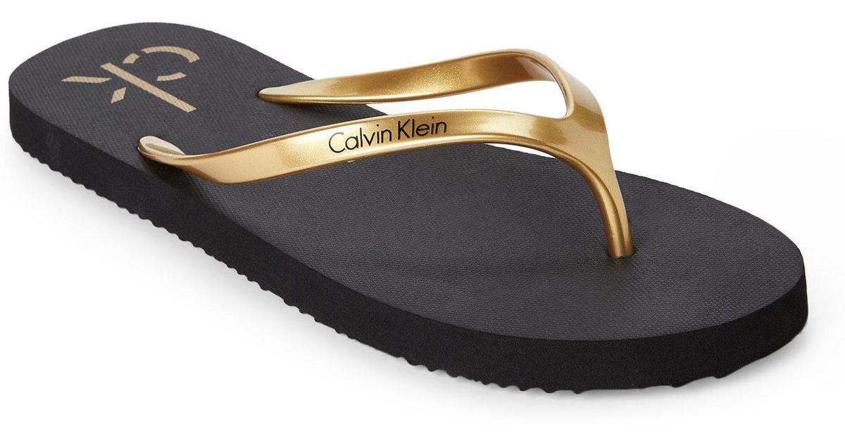 f60870479151 Lyst - CALVIN KLEIN 205W39NYC Gold   Black Sarinah Flip Flops in Black