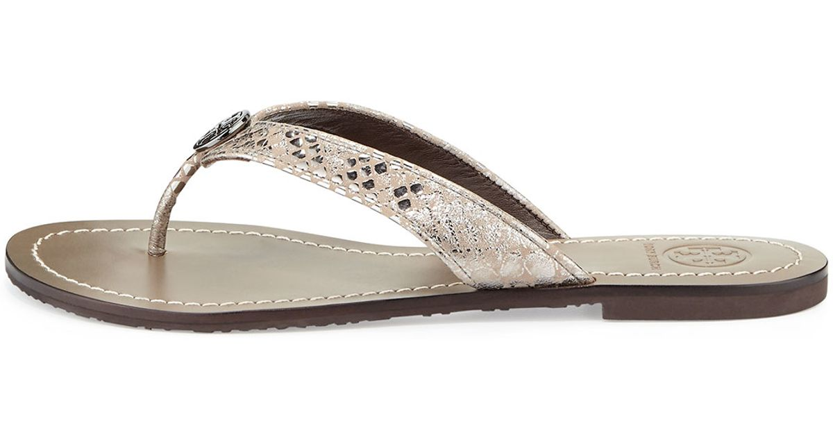 c6e2fdf6fcca Lyst - Tory Burch Thora 2 Logo Thong Sandal in Metallic