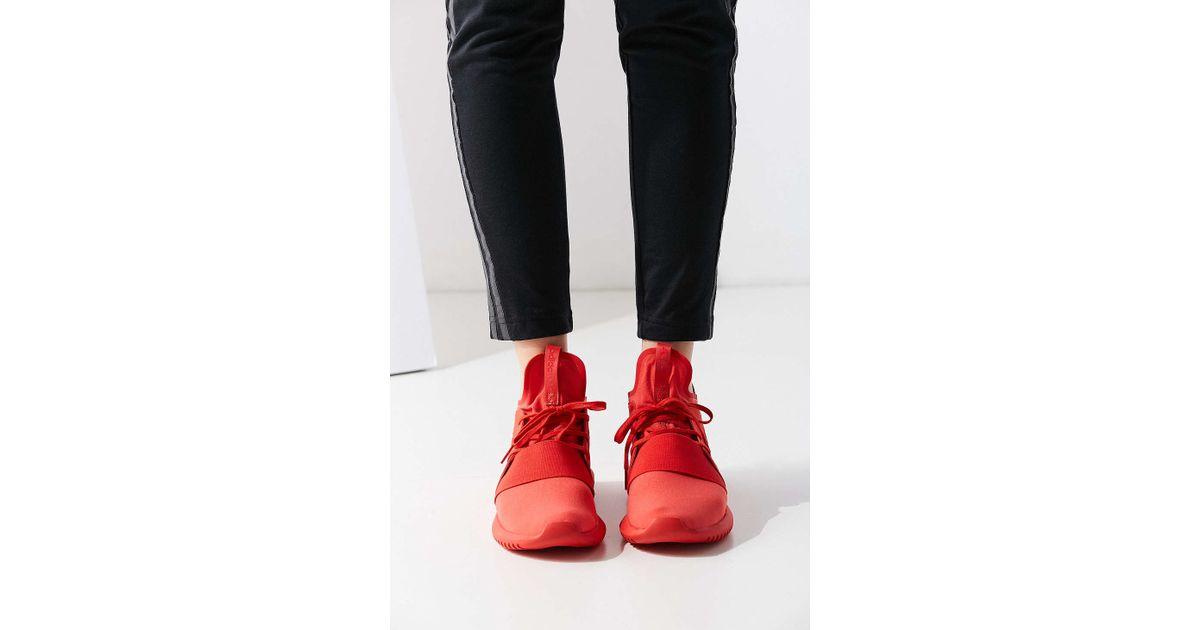 lyst adidas originali mono tubulare defiant scarpe da ginnastica in rosso