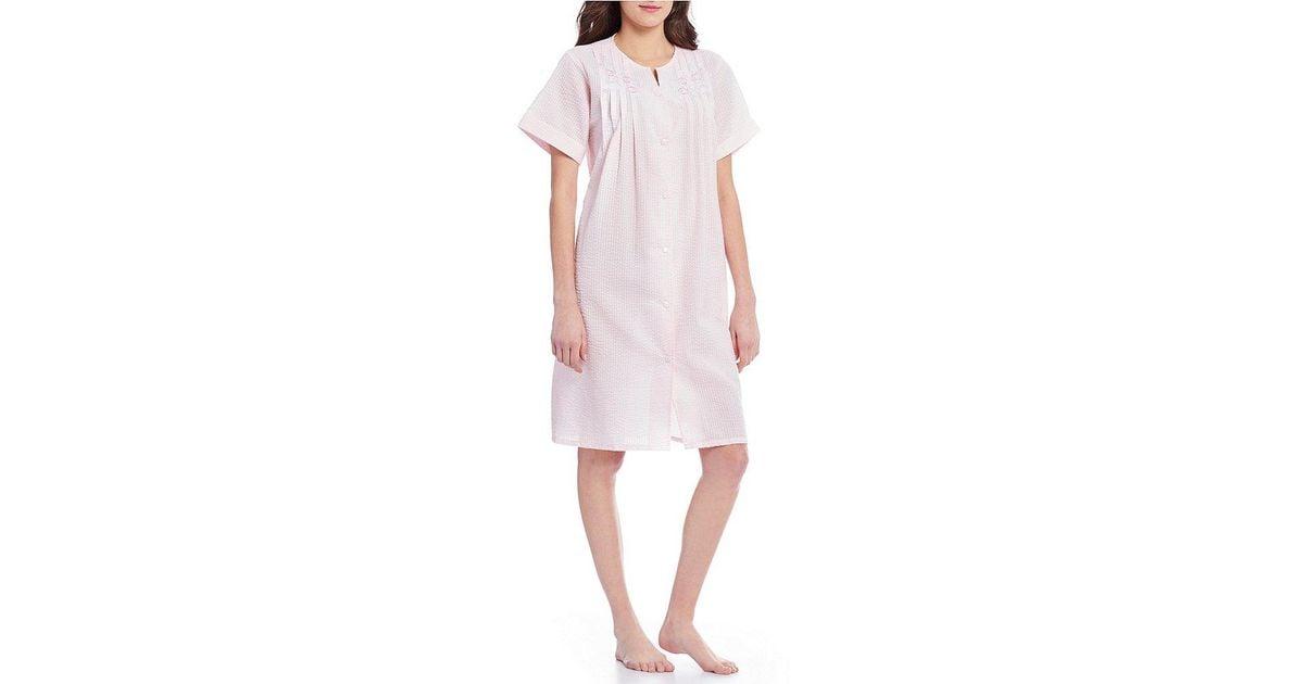 Miss Elaine Seersucker Snap Robe in Pink - Lyst 2da573e4d