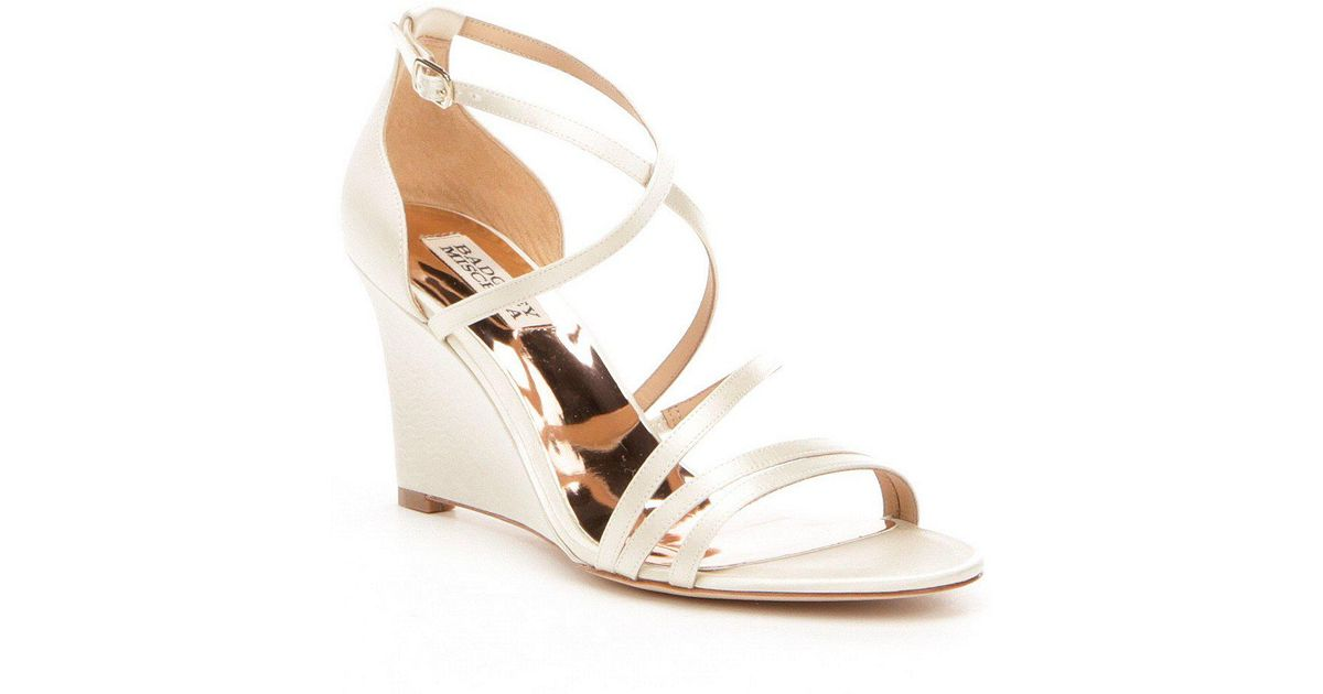 Badgley Mischka Bonanza Satin Strappy Wedge Sandals 4y0tsNrLs