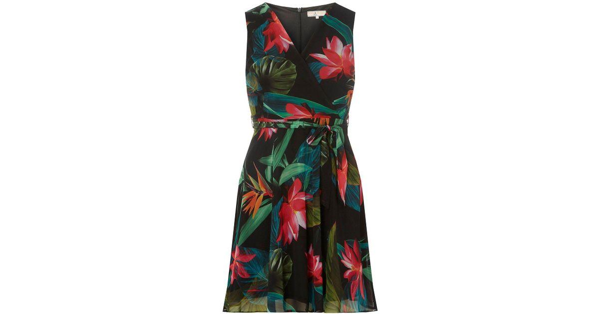 f7b1d827eca8 Dorothy Perkins Billie & Blossom Petite Tropical Print Short Skater Dress  in Black - Lyst