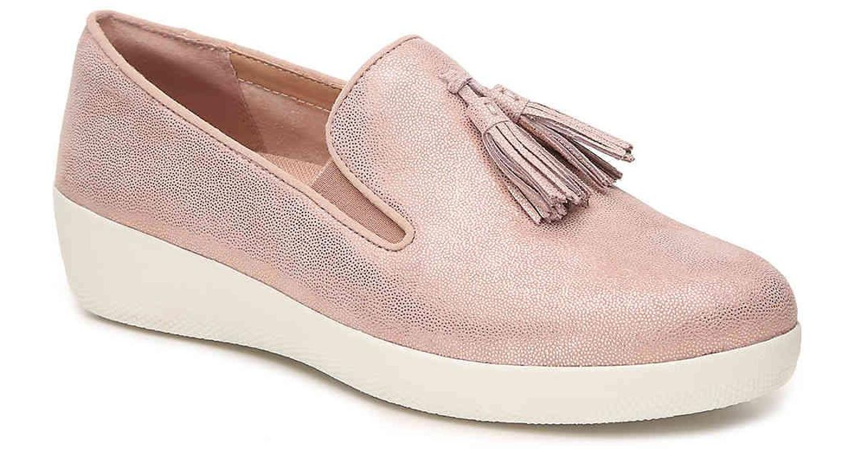 623aac2d7a20 Lyst - Fitflop Tassel Superskate Wedge Loafer in Pink