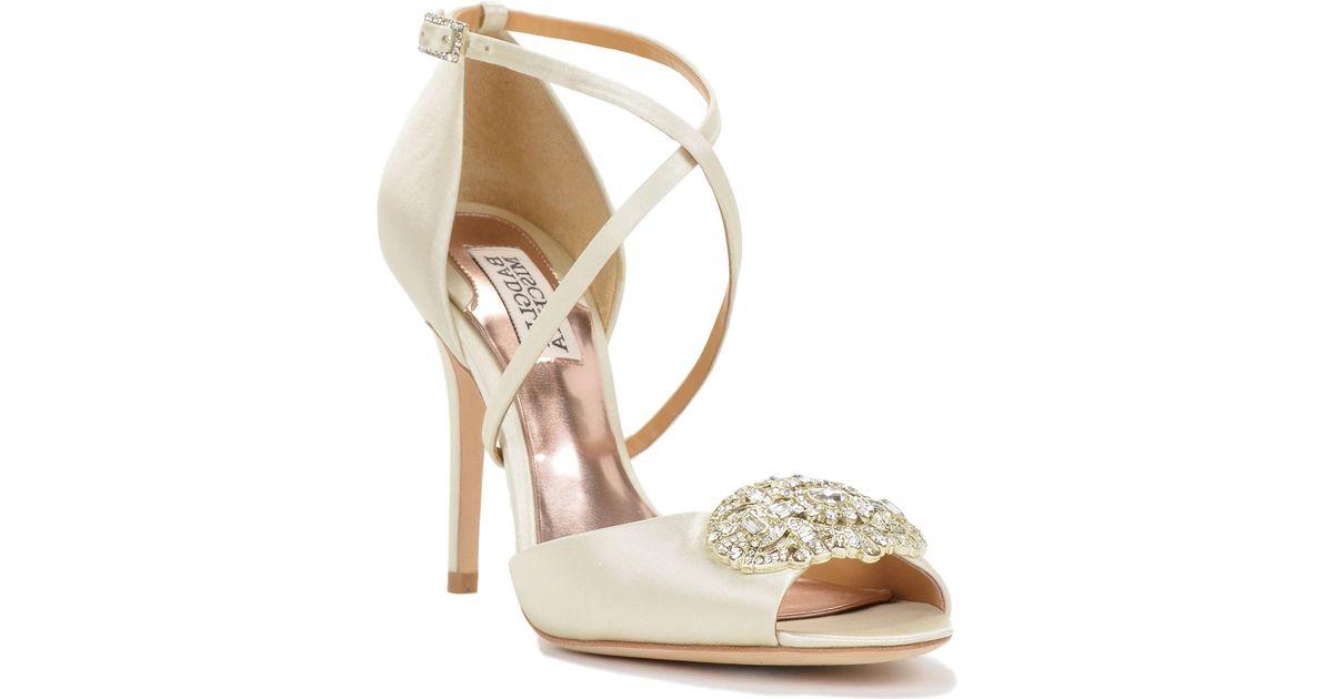 badgley mischka sari strappy satin evening shoe in gold