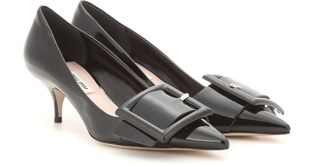 miu miu buckled patent leather pumps in black lyst