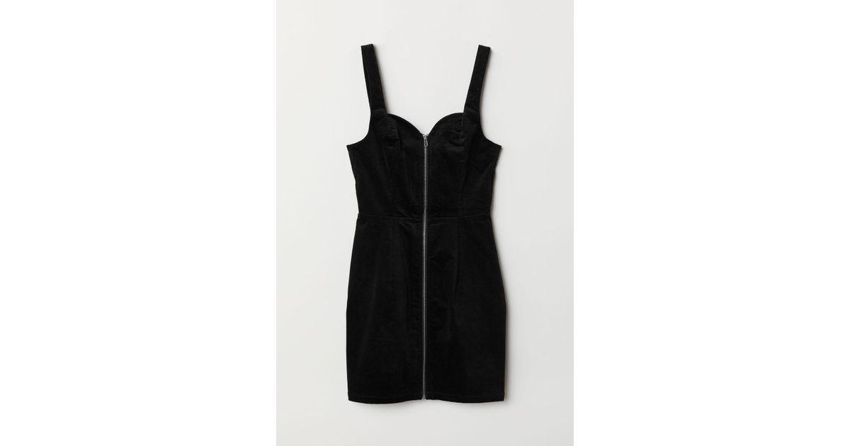 2168fe5f0e692 H&M Velvet Dungaree Dress in Black - Lyst