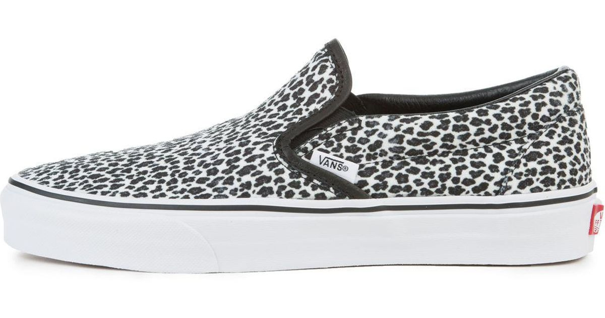 98ef80009e2c31 Lyst - Vans The Women s Mini Leopard Classic Slip-on In Black And True  White in Black