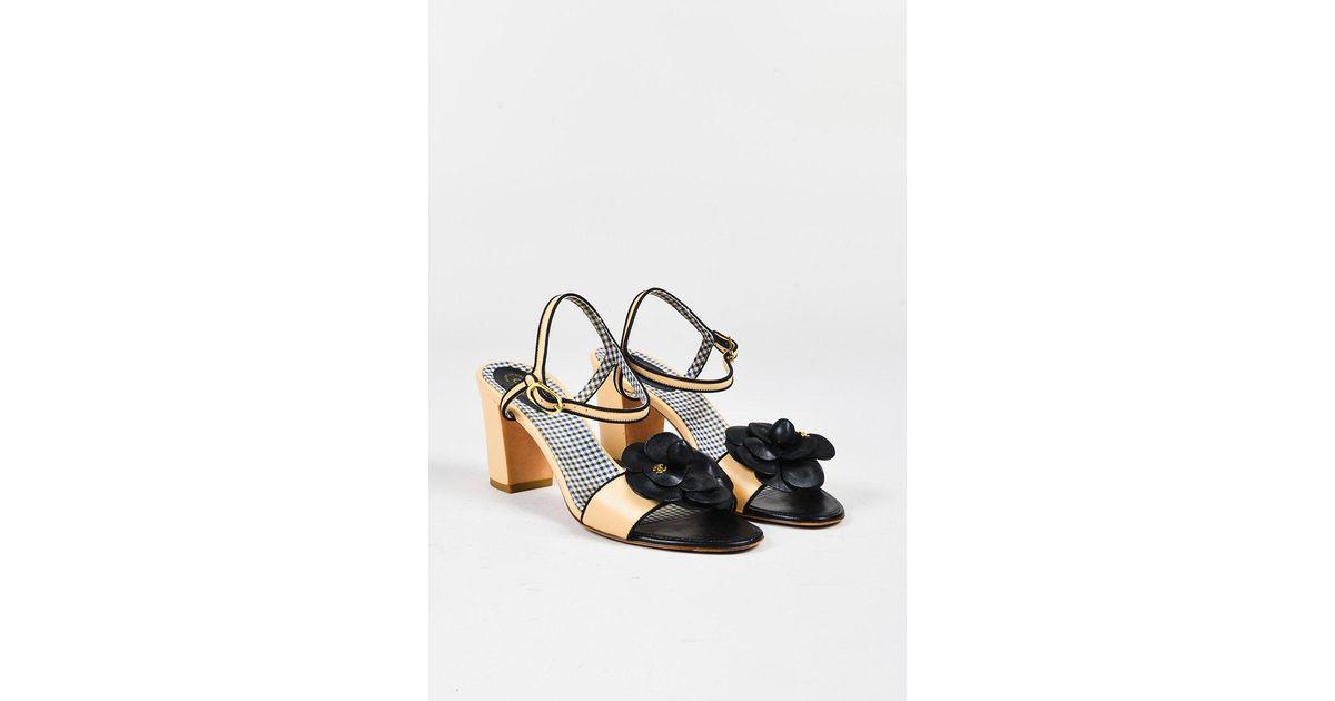 56c9993b01 Chanel Cream Leather Black Camellia Flower Open Toe Heeled Sandals - Lyst