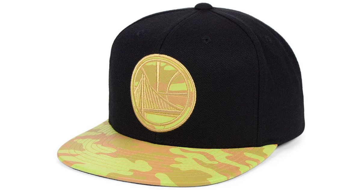 super popular 18de5 605fb Mitchell   Ness Golden State Warriors Natural Camo Snapback Cap in Black for  Men - Save 52% - Lyst