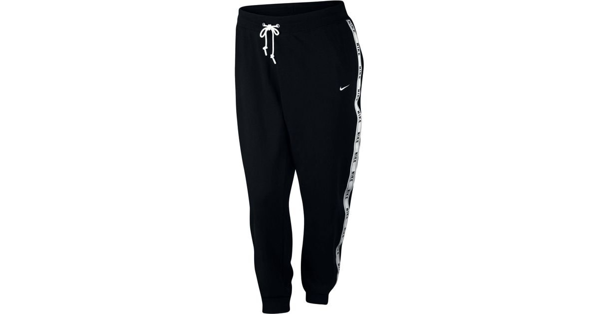 e4b5b72a3c818 Lyst - Nike Plus Size Sportswear Logo Joggers in Black