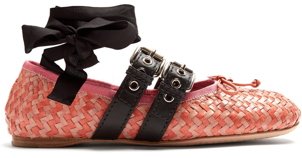 cacdb649183c4 Miu Miu Buckle-fastening Woven-leather Ballet Flats in Pink - Lyst
